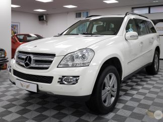 Phenix automobile Mercedes GL blanc